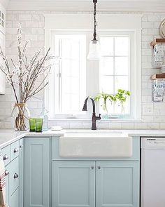 Falling hard for these baby blues. ✨Check out our Pinterest page to see more inspiring blue & white kitchens just in time for a spring refresh!✨ [ via @betterhomesandgardens] #NowPinning #LinkInProfile