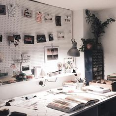"""5,159 Beğenme, 20 Yorum - Instagram'da Design Milk (@designmilk): """"If you're going to work late, we hope your workspace looks something like this.  Thanks for…"""""""