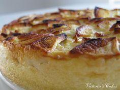 Postre de manzana. ¿Tarta o Flan? Ingredientes 150 gr azúcar 3 huevos 3 cucharadas de harina de trigo 3/4 l de leche 10 gr mantequilla 4 manzanas 1 cucharada de vainilla azucarada