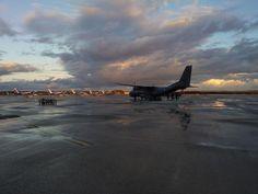 La Patrouille de France, au lever du soleil, sur le point de quitter la base de Torrejon direction la ban de Hyères avant le meeting maximois. #patrouilledefrance #saintemaxime #smffwm #2014