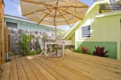 outdoor living micro house 600x400   An 80 Sq. Ft. Micro Cottage You Can Rent in Hawaii