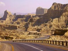 Makran Costal Highway, Balochistan, Pakistan (by meansmuchtome).