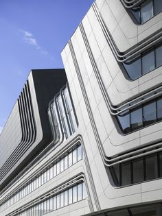library-and-learning-centre-university-of-economics-vienna-zaha-hadid-architects © Roland Halbe