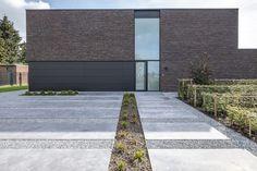 Modern Driveway, Circular Driveway, Driveway Landscaping, Side Garden, Mediterranean Homes, Future House, Modern Architecture, Brick, Backyard