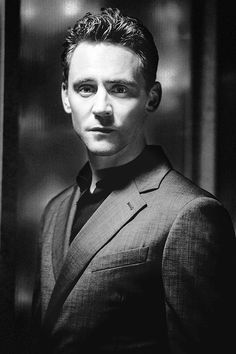 Dang nabbit Thomas William Hiddleston I cannot do this for much longer I have stuff TO DO<<< that