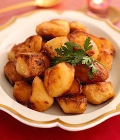 Portuguese Recipes 81658 Portuguese Roasted Potatoes - Vegan, Vegetarian, Can Be Gluten Free - FoodSniffr For Healthy & Responsible Living Potato Dishes, Potato Recipes, Food Dishes, Side Dishes, Portuguese Potatoes, Portuguese Recipes, Portuguese Food, Portuguese Wedding, Portuguese Culture