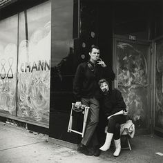 Street Gallery of photos taken by the photographer Vivian Maier. One of multiple galleries on the official Vivian Maier website. City Photography, Couple Photography, Street Photography People, Classic Photography, Photography Classes, Digital Photography, Vivian Maier Street Photographer, Vivian Mayer, Chicago