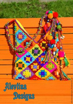 Marvelous Crochet A Shell Stitch Purse Bag Ideas. Wonderful Crochet A Shell Stitch Purse Bag Ideas. Crochet Backpack, Crochet Tote, Crochet Handbags, Crochet Gifts, Cute Crochet, Granny Square Bag, Boho Bags, Fabric Bags, Knitted Bags