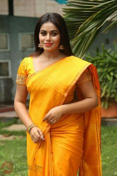 Poorna Latest Hot Glamourous Spicy Yellow Traditional Saree PhotoShoot Images At Avanthika Movie Launch actress Poorna South Indian Actress, Beautiful Indian Actress, Beautiful Actresses, Indian Beauty Saree, Indian Sarees, Saree Photoshoot, Photoshoot Images, Blouse Models, Thing 1