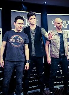 The Script, but only their early stuff, then they got commercialized and went to crap -.-