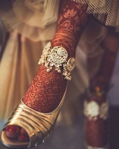 The Wed Post Select – Best Bridal Jewellery and Accessories of 2019 Indian Wedding Jewelry, Indian Jewelry, Bridal Jewelry, Indian Bridal, Bridal Bangles, Flower Jewelry, Bridal Accessories, Silver Anklets, Beaded Anklets