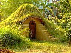 Maison en sacs de sable ou terre