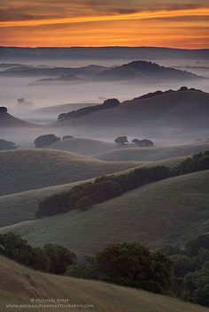 ~~Endless Layers The hills of Northern Marin County, California with a little morning mist thrown in minutes before sunrise by Michael Ryan~~ All Nature, Amazing Nature, Beautiful World, Beautiful Places, Landscape Photography, Nature Photography, Nature Sauvage, Belleza Natural, Pretty Pictures