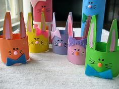 Cardboard Tube Bunny Rabbit Family -- we could make them about 500 times larger for cute Easter hats for toddlers. Easter Crafts To Make, Family Crafts, Easter Crafts For Kids, Toddler Crafts, Preschool Crafts, Holiday Crafts, Craft Kids, Easter Bonnets For Boys, Toilet Paper Roll Art