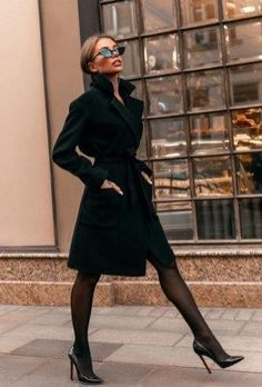 Classy Winter Office Attires For Women 09 The 8 Best Tips for Perfecting Your Classy Outfits Mode Outfits, Fashion Outfits, Fashion Fashion, Fashion Coat, Fashion Blogs, Fashion Hacks, Fashion Stores, Daily Fashion, Street Fashion