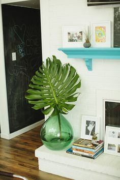 Tropical Decor 21687 Palm Leaves Are the Underrated Decor You're Missing Style Tropical, Tropical Home Decor, Tropical Houses, Tropical Furniture, Tropical Interior, Tropical Colors, Tropical Leaves, Style At Home, Home Look