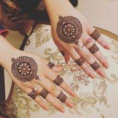 Simple Mehndi Designs Fingers, Circle Mehndi Designs, Round Mehndi Design, Mehndi Designs Front Hand, Floral Henna Designs, Henna Tattoo Designs Simple, Finger Henna Designs, Mehndi Designs 2018, Mehndi Designs For Beginners