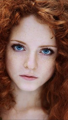 Red hair and blue eyes - like me. Actually not as common as red hair/green eyes… Most Beautiful Eyes, Beautiful Red Hair, Beautiful Redhead, Beautiful Lion, Lovely Eyes, Pretty People, Beautiful People, Beautiful Women, Too Faced