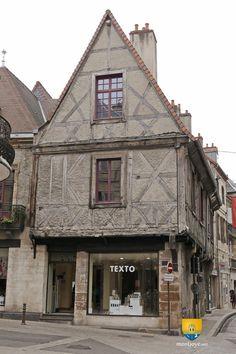 Maison Jeanne d'Arc à Moulins rue de l'Allier