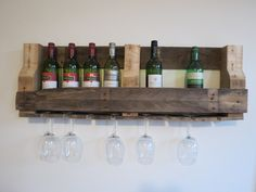 Custom made wijnrek... Hand gemaakt van gerecycled hout! Bestel hem nu... Voor vragen kan je mailen naar rreuver_1985@hotmail.com