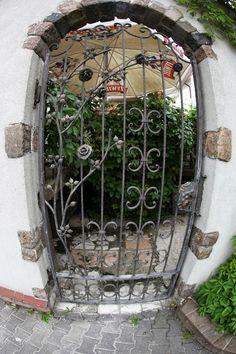 Brama do zielonego tarasu Montemarco.