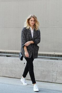 Casual Fall Outfit Inspiration: Marled Gray knit blazer, black skinny jeans, and Adidas sneakers.