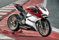 This Gorgeous Ducati Superbike Celebrates 90 Years of Speed & Style Ducati Logo, Ducati Custom, Monster Garage, Ducati Superbike, Supersport, Sportbikes, Bobber, Jokes, Motorcycle