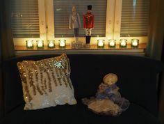 Vaateviidakko: Sohvatyynyt ruiskumaalatusta kankaasta Handmade Christmas Decorations, Diy Christmas, Diy Furniture, Recycling, Chandelier, Ceiling Lights, Interiors, Home Decor, Candelabra