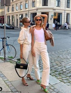 Society bible Tatler has unveiled its pick of the most glamorous sets of twins on the elit... Look Fashion, Fashion Outfits, Womens Fashion, Spring Summer Fashion, Spring Outfits, Elegantes Business Outfit, Casual Outfits, Cute Outfits, Mode Inspiration