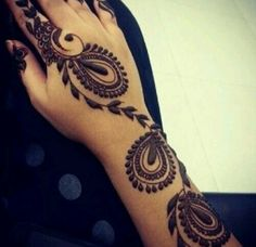 Arabic Mehndi designs are known for their striking color and bold pattern. The best thing about Arabic Mehndi design is that they are very Mehndi Tattoo, Lace Tattoo, Henna Mehndi, Hand Henna, Mehndi Art, Mehndi Decor, Mehandi Designs, Arabic Mehndi Designs, Henna Tattoo Designs