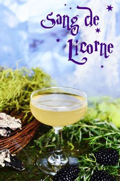 Harry Potter Themed Drinks for Muggles. How to make butterbeer and other cool Harry Potter cocktails. Potion Harry Potter, Harry Potter Cocktails, Harry Potter Fiesta, Harry Potter Food, Harry Potter Halloween, Harry Potter Wedding, Harry Potter Theme, Harry Potter Birthday, Harry Potter Recipes