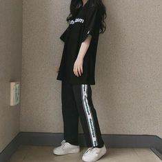 42 Top Korean Girls Oversized Outfits That Make You Look Cute Korean Girl Fashion, Korean Fashion Trends, Korean Street Fashion, Ulzzang Fashion, Asian Fashion, Indie Outfits, Teen Fashion Outfits, Korean Outfits, Dance Outfits