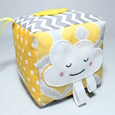 Fabric baby block. Special baby play cube. Teething ring. An essential sensory toy for baby and toddler to teach him handling and develop fine motor