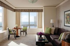 Four Seasons Hotel Miami -Just a block from glittering Biscayne Bay, in the heart of the business district, Four Seasons presents a sophisticated urban oasis--within easy reach of the very best of Miami .