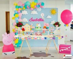 Uma festinha alegre e colorida da Peppa Pig! Peppa Pig Birthday Decorations, Peppa Pig Birthday Cake, Peppa Pig Party Ideas, Fiestas Peppa Pig, Cumple Peppa Pig, Peppa Pig Balloons, George Pig Party, Aniversario Peppa Pig, 3rd Birthday Parties