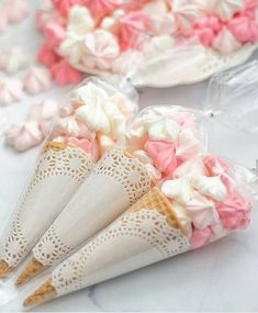 Easy Baby Shower Treats for Girls Dessert Tables 2019 Love these sweet treats for a baby shower favor! The post Easy Baby Shower Treats for Girls Dessert Tables 2019 appeared first on Baby Shower Diy. Idee Baby Shower, Baby Shower Treats, Simple Baby Shower, Girl Shower, Baby Shower Favors, Shower Party, Baby Shower Decorations, Baby Shower Cakes, Baby Showers