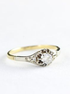 Diamond engagement ring vintage in 9 carat gold for her