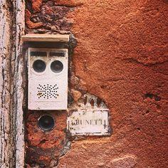 endlich wissen wir wo er wohnt. Bottle Opener, Bird, Wall, Outdoor Decor, House, Home Decor, Knowledge, Woman, Key Bottle Opener