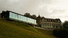 Gurtenpavillon Bern, motorisierte Schiebeflügelanlage ergänzt mit manuellen Schiebeelementen - air-lux.ch Sliding Windows, Office Buildings, Bern, Facade, Louvre, Construction, Travel, Gazebo, House