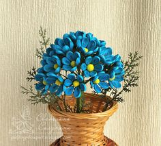 Quilled blue flowers in the basket Paper Quilling For Beginners, Paper Quilling Tutorial, Paper Quilling Designs, Quilling Techniques, Quilling Patterns, Paper Quilling Earrings, Quilling Work, Paper Quilling Flowers, Quilling Paper Craft