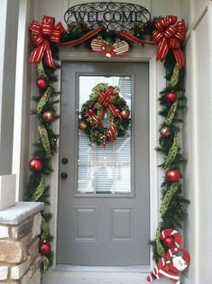 Christmas Decorations Check out these amazing Front Porch Christmas Decorating Ideas with outdoor lanterns, Christmas lights, holiday wreaths and garlands. So take your outdoor Christmas decorations to the next level with these amazing ideas! Front Door Christmas Decorations, Diy Christmas Garland, Christmas Front Doors, Christmas Garden, Christmas Porch, Noel Christmas, Holiday Decor, Holiday Wreaths, Christmas Lanterns