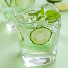Elderbubble Cocktail Rezept mit Wodka, Prosecco, Gurke und Minze Haus & Ga … -… Elderbubble Cocktail Recipe with Vodka, Prosecco, Cucumber and Mint House & Ga … – Refreshing Cocktails, Summer Drinks, Cocktail Drinks, Fun Drinks, Alcoholic Drinks, Beverages, Easy Cocktails, Champagne Vodka Cocktail, Popular Cocktails
