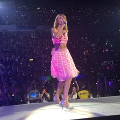 "Taylor Swift singing ""How You Get The Girl"" at the 1989 Tour"