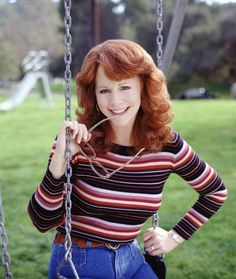 How much do you know about the country music star Reba McEntire? Read on to find out how it all began and the incredible journey she has been through. Best Country Singers, Country Music Stars, Country Artists, Incredible Film, Americana Music, Star Pictures, Nail Pictures, Little Cowgirl, Reba Mcentire