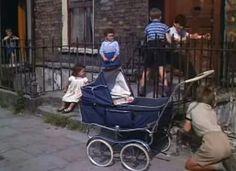 Dublin, ln the rare old times. Dublin Street, Dublin City, Castles In Ireland, Ireland Homes, Old Pictures, Old Photos, Irish Drinks, Irish People, Irish Landscape
