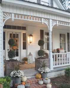 Windows require a great deal of dressing to maintain the look of a home. Drapes, drape rods and add-ons to the curtain rods can make a window look more like an art piece. Fall Home Decor, Autumn Home, Farmhouse Style, Farmhouse Decor, Shabby Chic Veranda, Little White House, Building A Porch, House With Porch, The Ranch