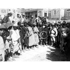 SUCESOS EN MELILLA MOROS DE LA HARCA REBELDE, PRISIONEROS DE NUESTROS SOLDADOS EN LOS ÚLTIMOS COMBATES. FOTO: SILVA:01/09/1911 Descarga y compra fotografías históricas en | abcfoto.abc.es