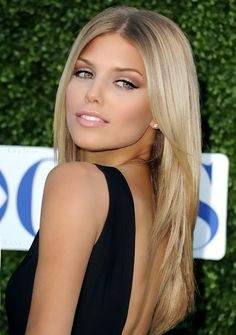 Beautiful subtle makeup for the blondes