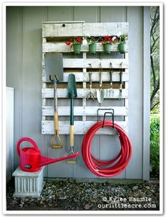 DIY Garden Tool Organizer : upcycle a wooden palette by hanging onto the wall of shed or garage to store garden tools (Lowe's Creative Ideas Pallet Project). Outdoor Projects, Garden Projects, Garden Tools, Diy Projects, Garden Supplies, Garden Web, Project Ideas, Outdoor Tools, Garden Design