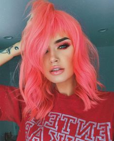 Pink hair color ideas Those looking for pink hairstyles here! The popularity of pink hair continues to increase day by day. Do not think of a single col. Peach Hair Colors, Hair Color Pink, Cool Hair Color, Purple Hair, Ombre Hair, Orange And Pink Hair, Hair Colours, Pastel Coral Hair, Pink Peach Hair